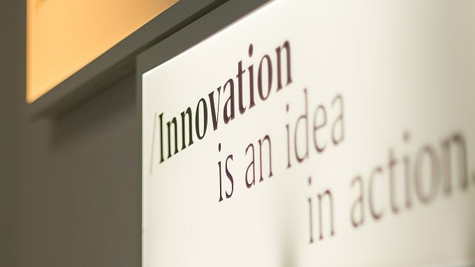 Schild: Innovation is an idea in action